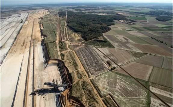 波兰正考虑取消在该国中部开发露天褐煤矿兹罗佐的计划