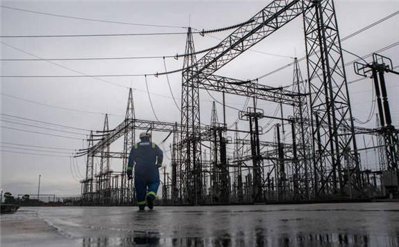 尼日利亚南部持续停电的抗议活动,整整10天首都陷入一片黑暗