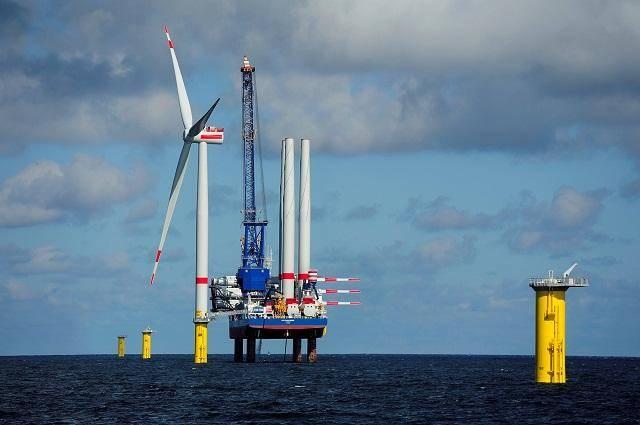 """国内最先进1200吨自升式风电安装船""""三航风和号""""正式交付"""