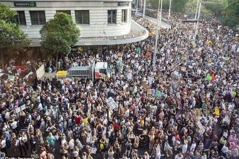 """""""要考拉 不要煤炭""""澳大利亚多个城市发生大规模示威游行"""