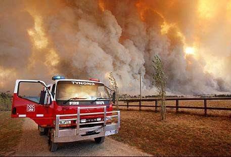 """澳大利亚森林大火持续蔓延  墨尔本空气污染达到""""危险""""水平"""