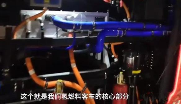 陕西首款氢能源客车在咸阳问世 排气管排水可以直接喝