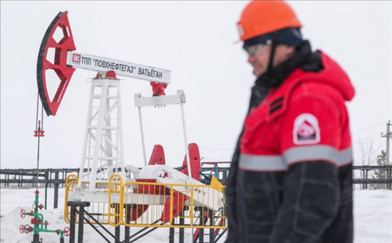 俄罗斯称其支持对欧佩克及其生产国盟友石油减产的建议,油价上涨