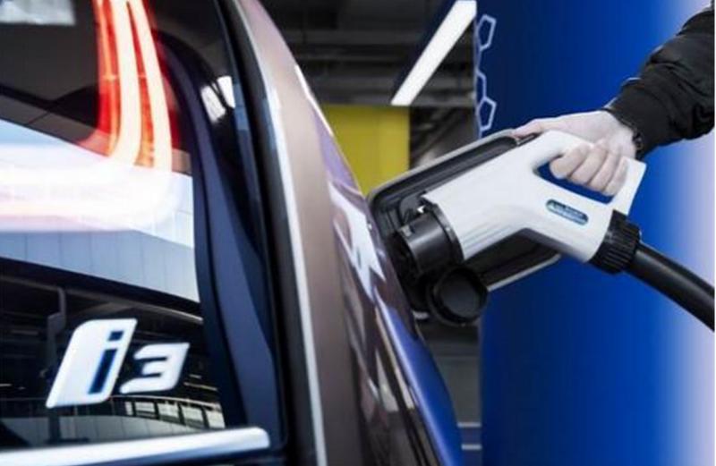 "BMW推进""新能源车之年"" 向中国市场推出纯电动BMW i3快充畅行款"