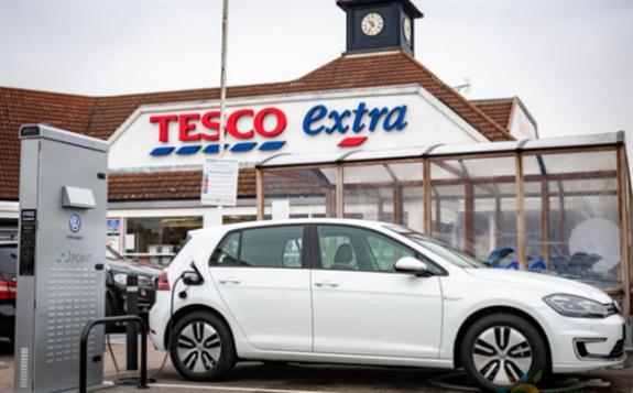 英国超市充电桩数量猛增至1115个 两年内翻了一番