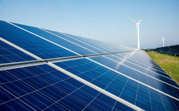 """风电、光伏发电首次""""双双""""突破2亿千瓦"""