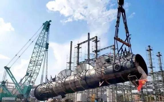 延长中煤一期工程:甲醇中心核心设备已全部吊装完成