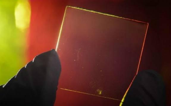 韩国研发可伸缩透明太阳能电池 效率高达8%可嵌入至汽车玻璃