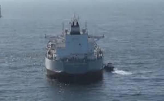 由于原油产能过剩 美国加州海域停泊数十艘油轮