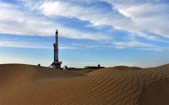 全国首例深层底水砂岩二氧化碳驱油试验在西北油田拉开序幕