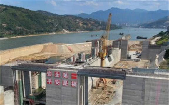 国内首个特大型水电站坝下通航工程建设进入冲刺阶段