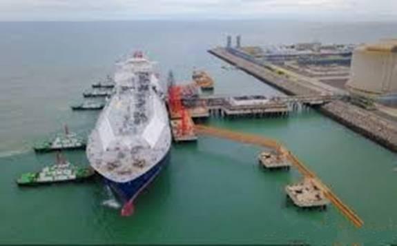 中石油:江苏LNG接收站首次接驳世界最新SPB型LNG船