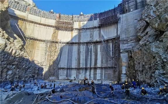 中国电建水电一局承建非洲第一高薄拱坝水垫塘开始进入转序施工