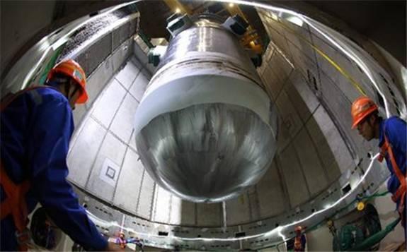 福清核电6号机组汽轮机LP2低压外缸下半吊装就位顺利完成