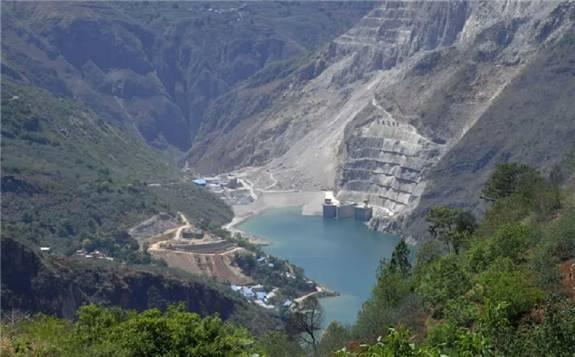 世界首座堰塞坝综合水利枢纽工程正式投产发电