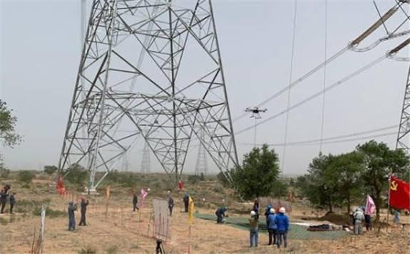 世界首条±1100千伏特高压输电线路带电作业技术创新纪录!