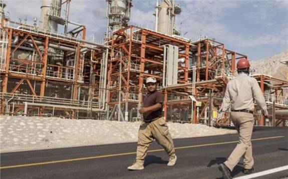 伊朗石油部将石油化工原料价格下调10%