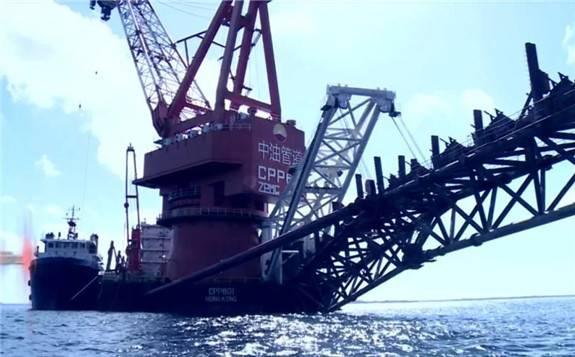 """35万吨世界级""""海上油气工厂""""正式投产!"""