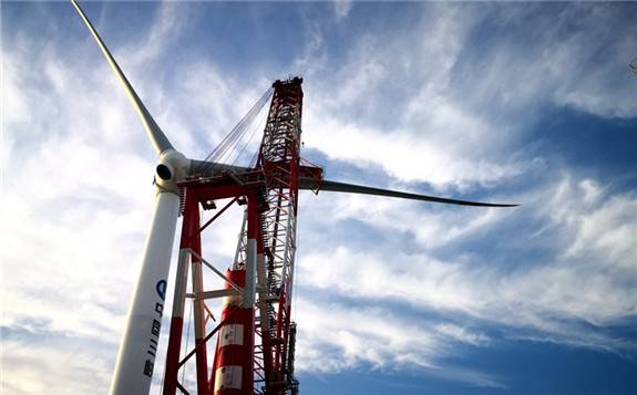 中国自主研发的单机容量亚太地区最大、全球第二大的海上风电机组并网发电