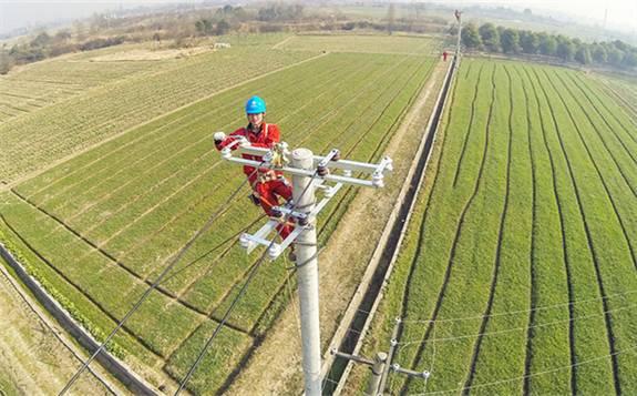 贵州提前一年完成农村电网改造升级,惠及9000个贫困村、623万贫困人口