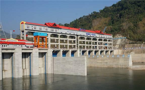 老挝南欧江一级电站4号机组转子顺利吊装