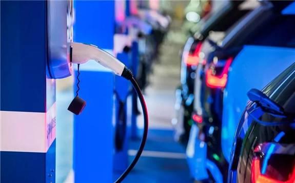 我国充电桩保有量4年增长约17.5倍