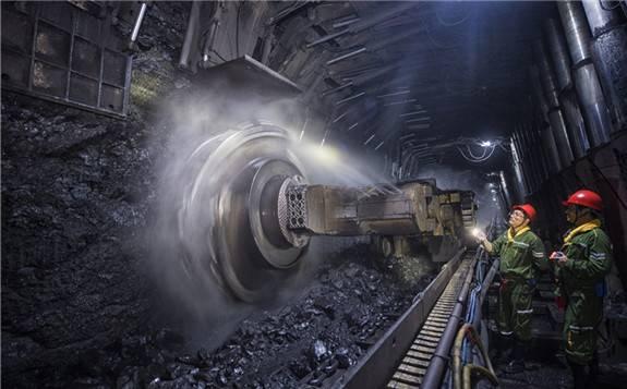 我国首个2亿吨级煤炭生产基地——神东煤炭集团累计生产清洁煤炭突破30亿吨