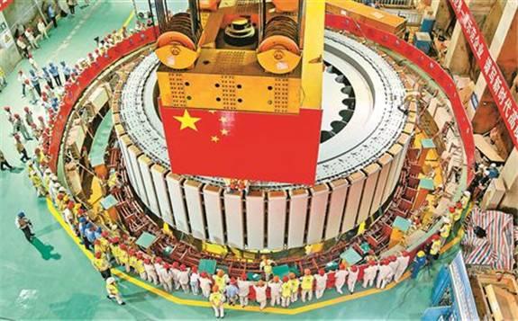 全球首台百万千瓦水电机组转子成功吊装