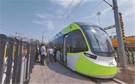 充电30秒能跑5公里 我国高能量型超级电容有轨电车下线