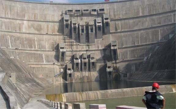 土耳其建成世界第三高双曲混凝土拱坝