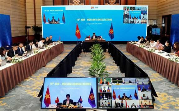 商务部亚洲司负责人介绍东亚合作经贸部长系列会议成果