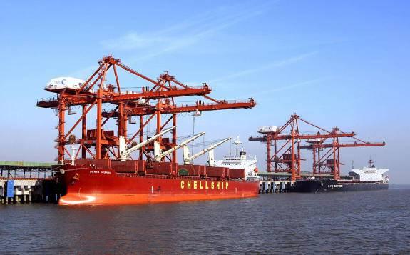 冀东国贸公司在曹妃甸港区顺利接卸来自ETT公司的3600吨进口煤炭集装箱