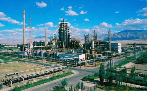 青藏高原目前唯一的格尔木炼油厂,成功生产出95号国VI汽油