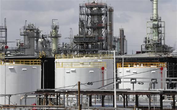 第二波疫情导致石油市场需求下滑,原油生产方难以有效平衡市场