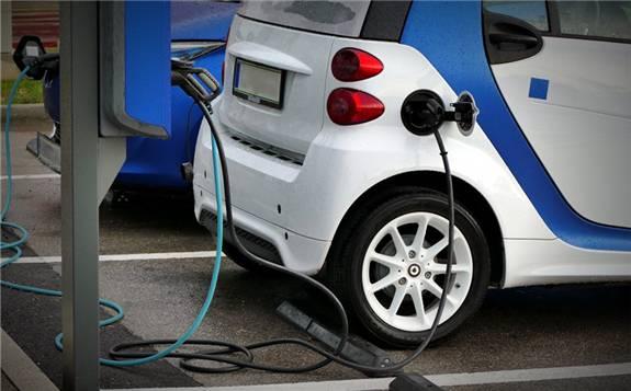"""新能源汽车:从""""以补贴政策为指挥棒""""到""""靠产品说话"""""""