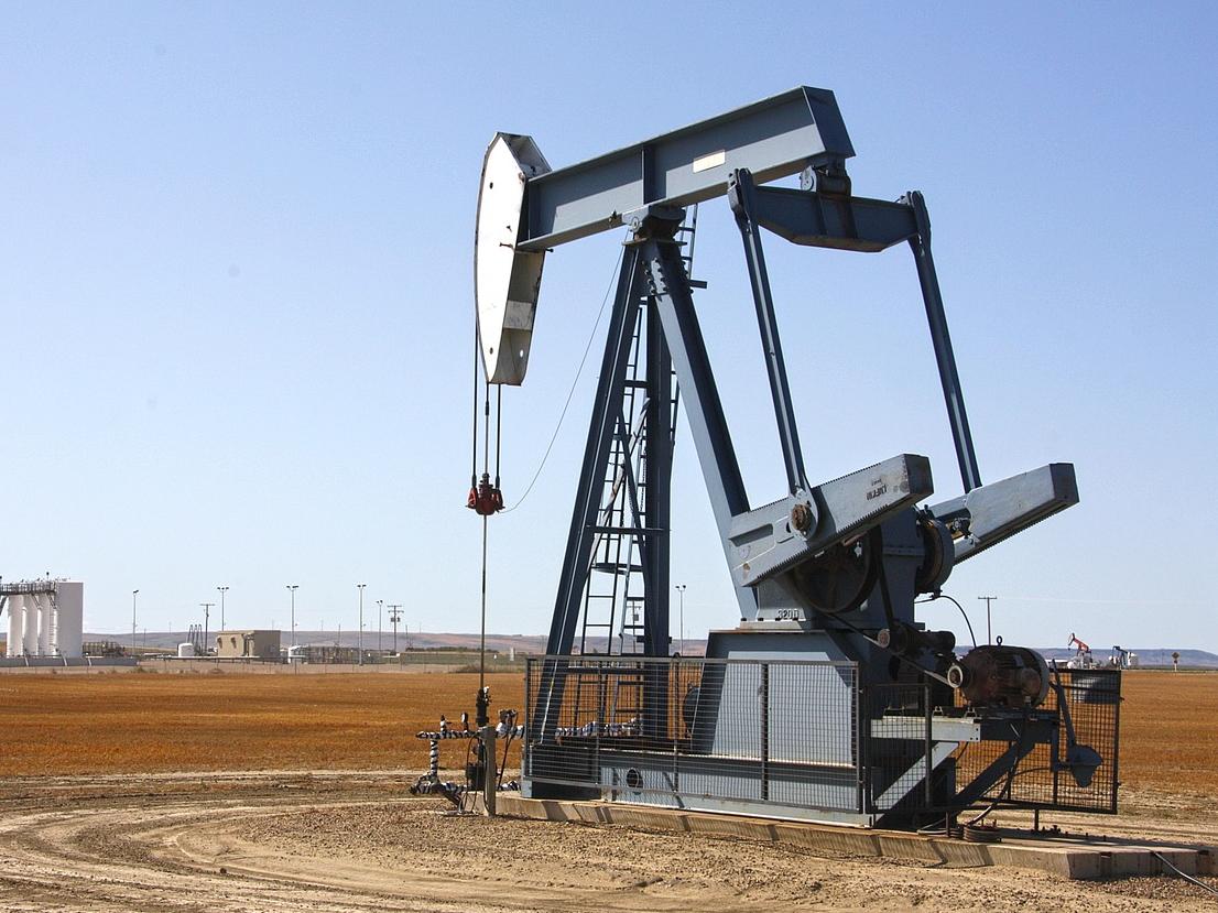 美国能源企业石油和天然气钻机数减少2座至310座
