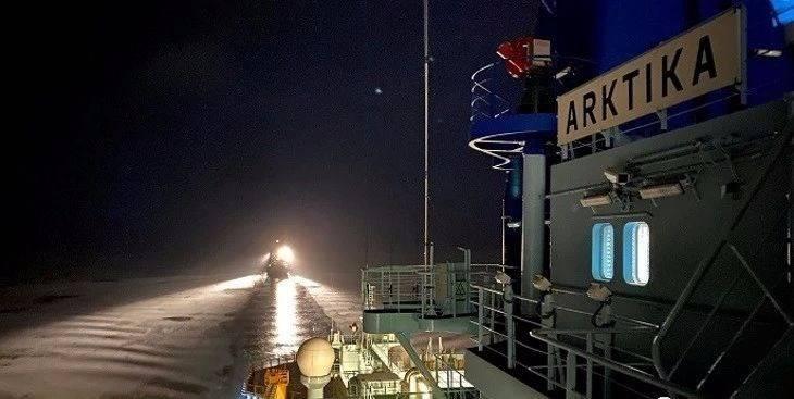 """俄罗斯新型核动力破冰船""""北极""""号完成首次任务"""