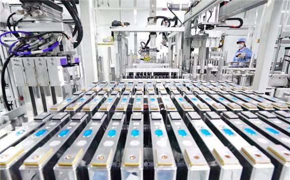 各大企业竞逐固态电池 三种技术路线谁将胜出?