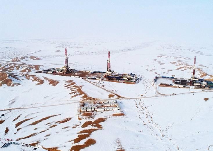 """克拉玛依油田证实新疆准噶尔盆地""""东西并进""""的油气勘探开发格局"""