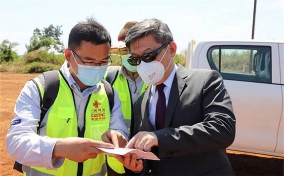 駐中非大使陳棟赴中國援中非光伏電站項目考察