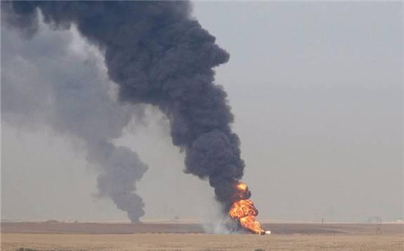 又见炸弹袭击油田,这让本就波诡云谲的中东局势又起波澜!