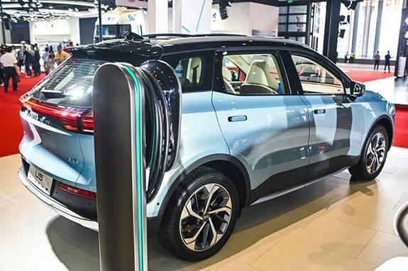 """支持新能源汽車新基建:""""超級充電站""""背后的綠色金融力量"""