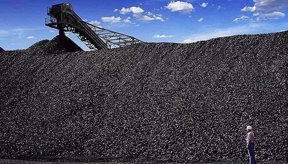 2020年全国原煤产量前十煤矿核定产能共2.8亿吨/年,原煤产量实际完成2.3亿吨