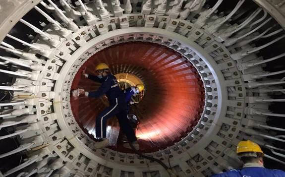 """""""華龍一號"""" 示范工程福清核電6號機組發電機穿轉子一次成功"""