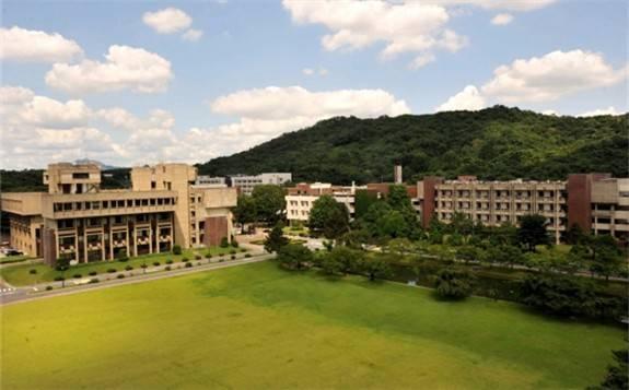 韩国研发出超快脉冲激光器提高数据传输速度