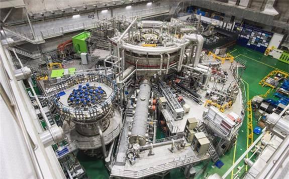 """韩国""""人造太阳""""计划(KSTAR)今年实现1亿摄氏度下运行30秒"""