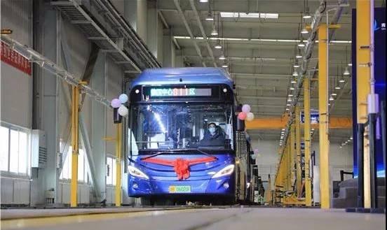 青岛市首条氢能源公交运行线开通
