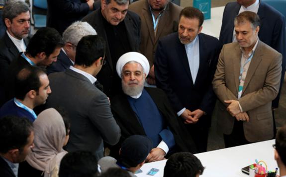 """美国冷对伊朗提议""""同步""""重返伊核协议"""