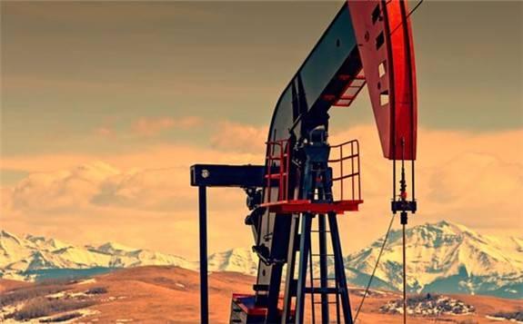 美国原油产量创纪录暴跌近40%!