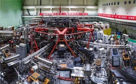 """走近""""人造太阳""""——我们的梦想是,点亮世界上第一盏核聚变发电的灯!"""